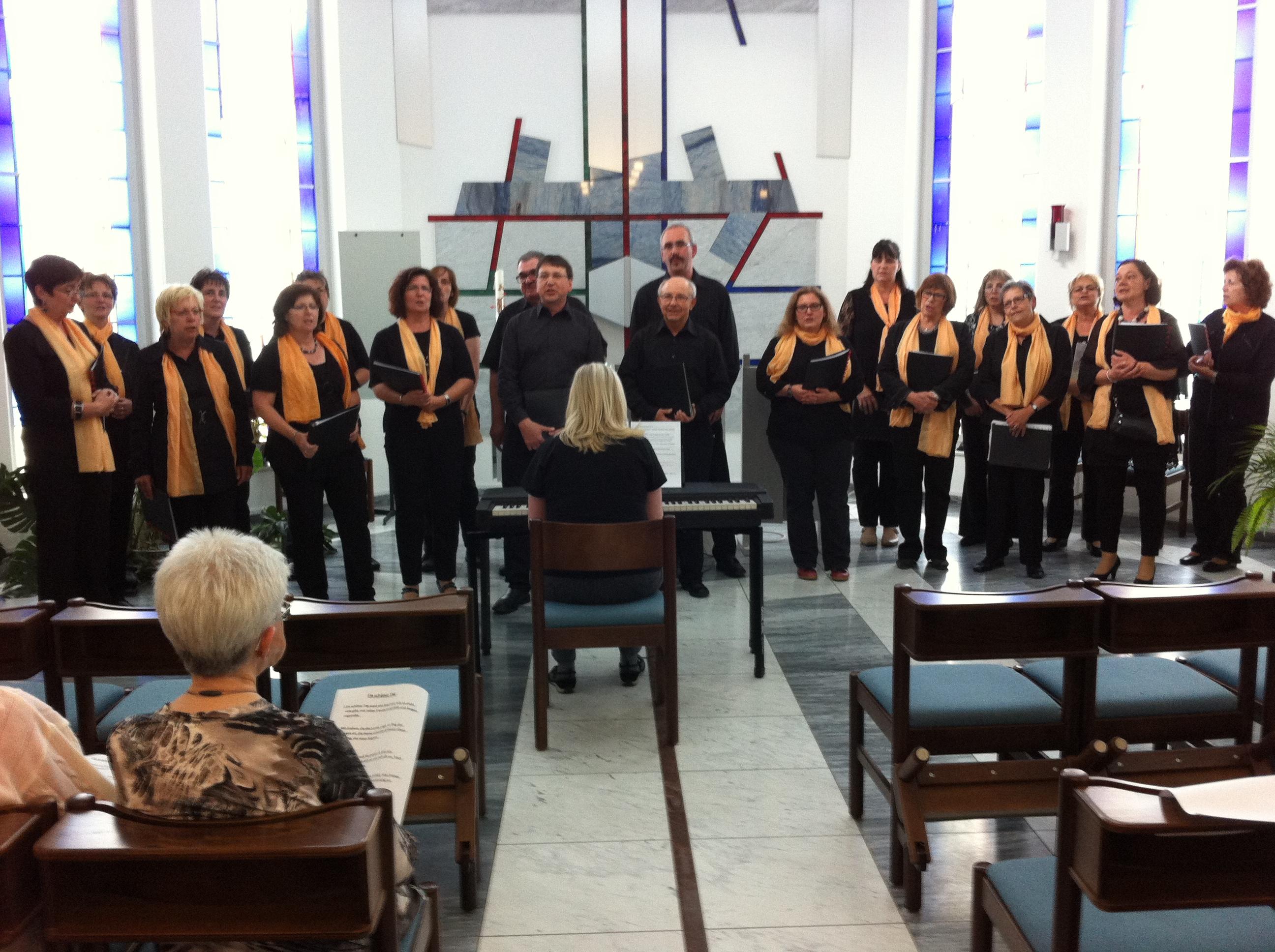 """Kleines Konzert des Chores """"Spirits of Ham-O-Nie"""" in der Wohnanlage  Sophienhof Niederzier"""