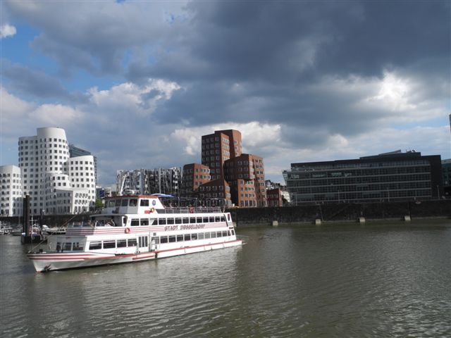 """Ausflug des Chores """"Spirits of Ham-O-Nie"""" nach Düsseldorf in die Landeshauptstadt und mit dem Schiff über den Rhein"""