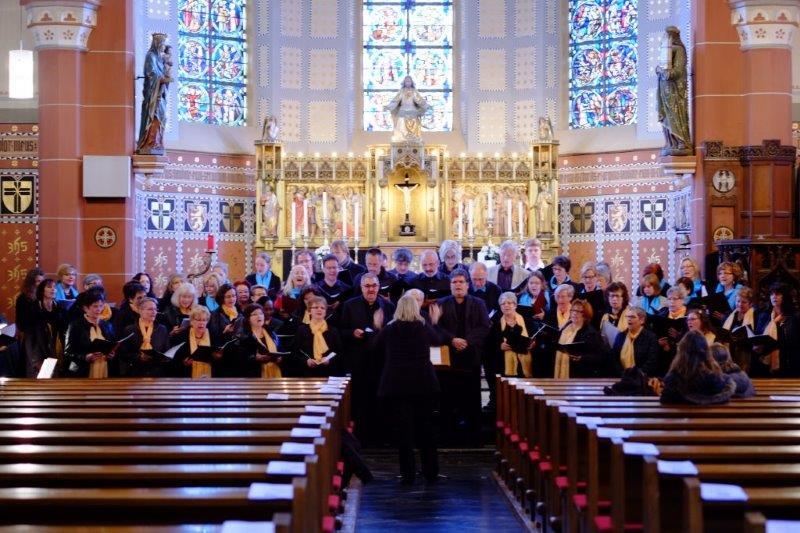"""Erfolgreiches Konzert mit dem Thema """"Singen für eine gerechtere Welt"""" des Chores """"Spirits of Ham-O-Nie""""  mit dem Gastchor """"Frauenchor des Forschungszentrums Jülich & Friends"""""""