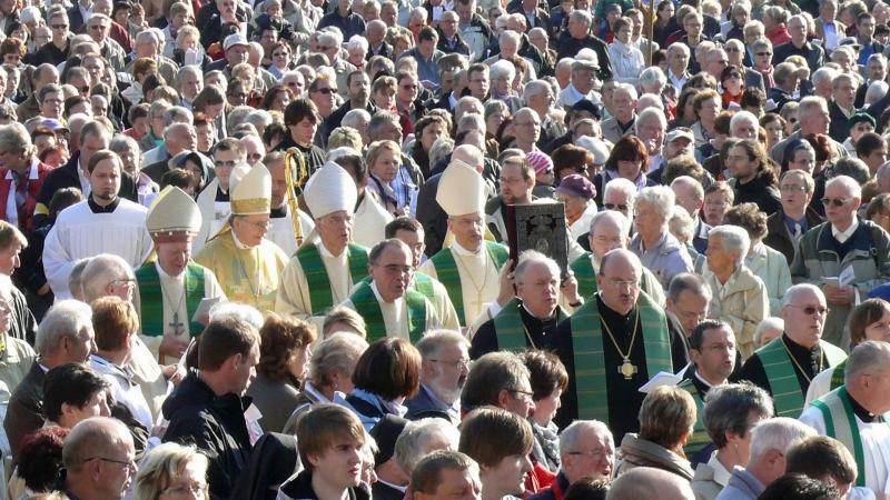 Strukturreform im Erzbistum Köln: Neue Rollenverteilung zwischen Priestern und Laien