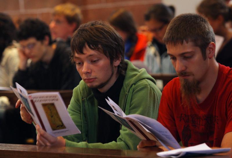 Papst lädt glaubende und nichtglaubende Jugendliche zur Vor-Synode