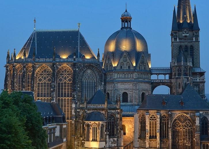 Die Feier der Osternacht im Aachener Dom