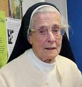 Schwester Christa bedankt sich für die Sternsinger-Spenden